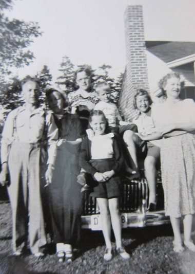 Grandpa-Grandma-Ellen-Robert-Jan-Tom-1950
